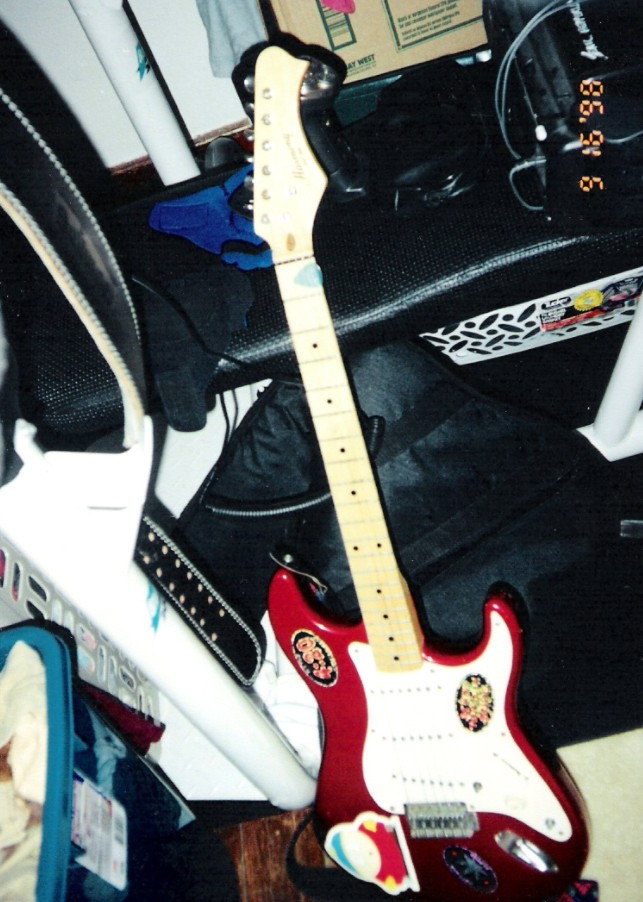 Eric's red Harmony electric guitar (1998) (c. Eric Hepperle)